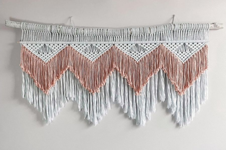 How to Make a Boho Wall Hanging - Pattern by Christina Hodges from the Knotting Millennial